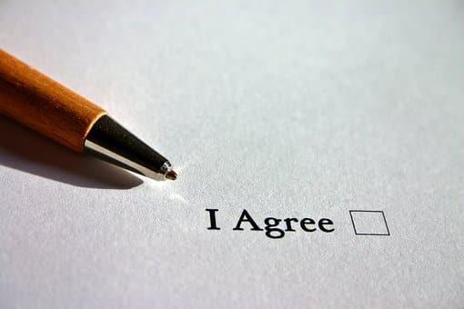 Comment forcer un associé à vendre ses actions?